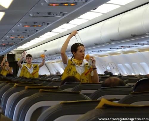 Centro de estudios aeron uticos vueling contratar 400 auxiliares de vuelo en el aeropuerto de - Medidas maletas cabina vueling ...