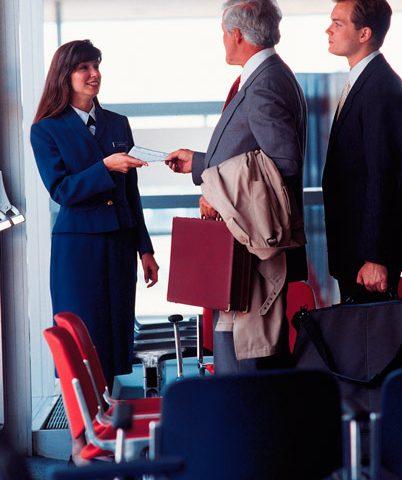 ¿Buscas trabajo? Decídete por ser Auxiliar de Vuelo en el Centro de Estudios Aeronáuticos