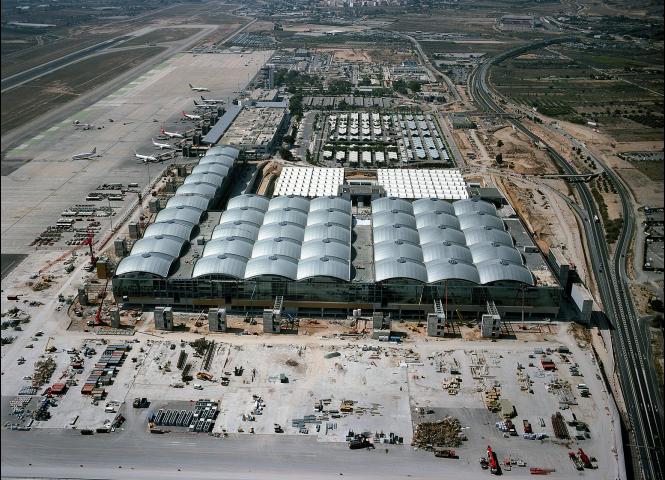 Se prevé un año récord por la llegada de 10 millones de viajeros al aeropuerto de Alicante