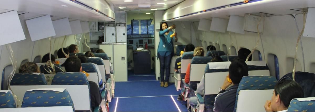 """Brenda, azafata en Ryanair: """"El curso de Auxiliar de Vuelo fue una experiencia increíble, se lo recomiendo a todo el mundo""""."""