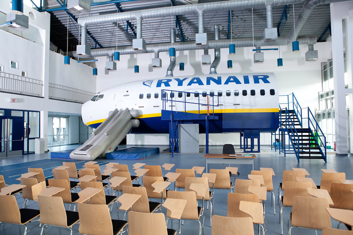20745_crewlink-recruitment-days-for-ryanair-cabin-crew-across-europe_1_large[1]