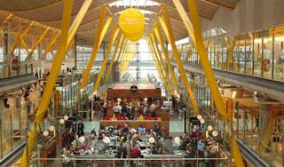 Oferta de empleo TCP: Emirates busca Auxiliares de Vuelo en Barcelona el 3 de septiembre de 2016