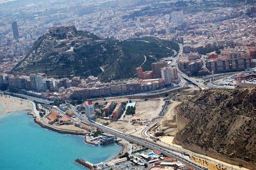 ¡Últimas plazaspara matricularte del curso Auxiliar de Vuelo TCP en Alicante!
