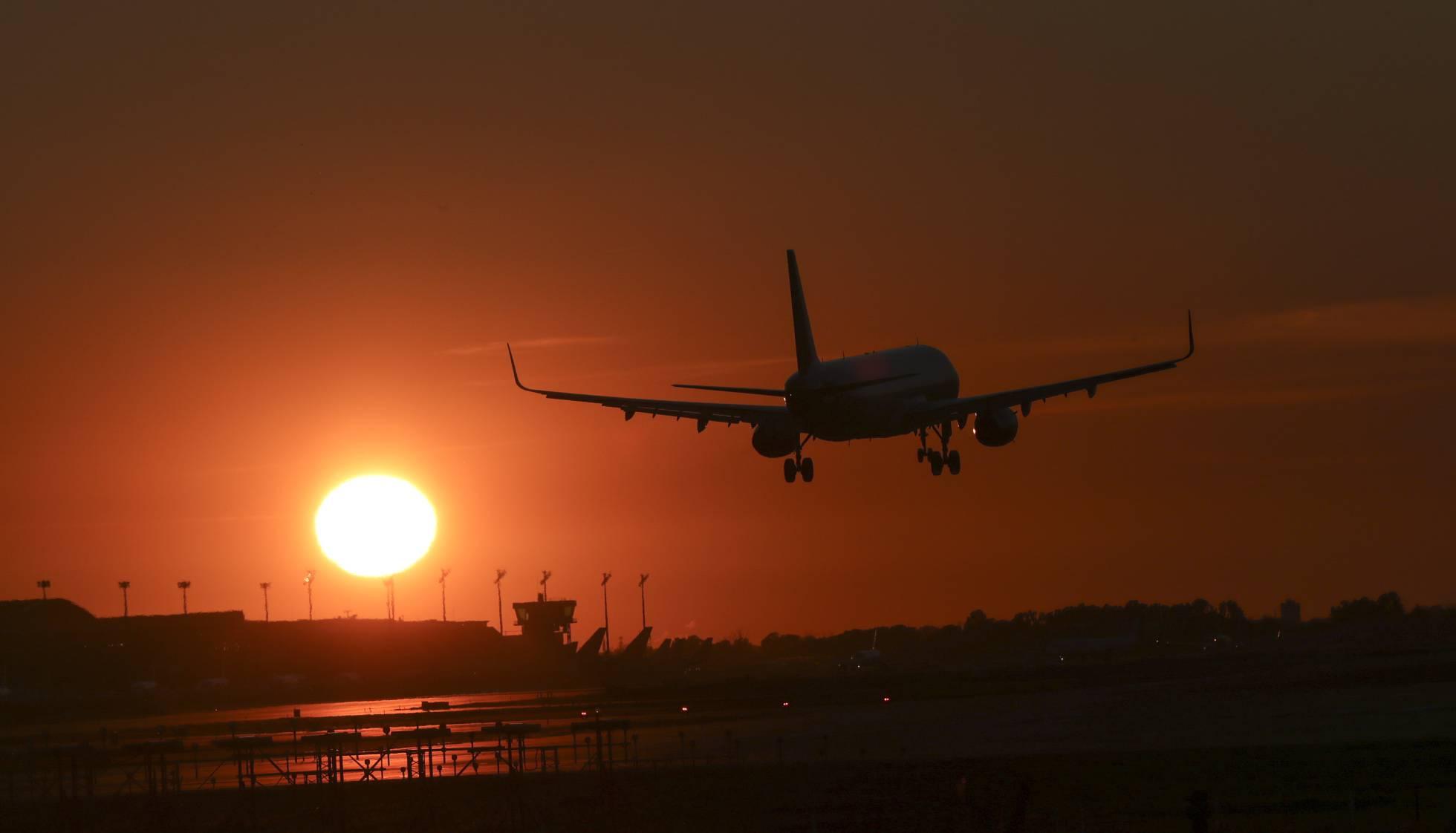 Air Nostrum y Vueling adelantan la temporada de verano entre Barcelona y Valencia