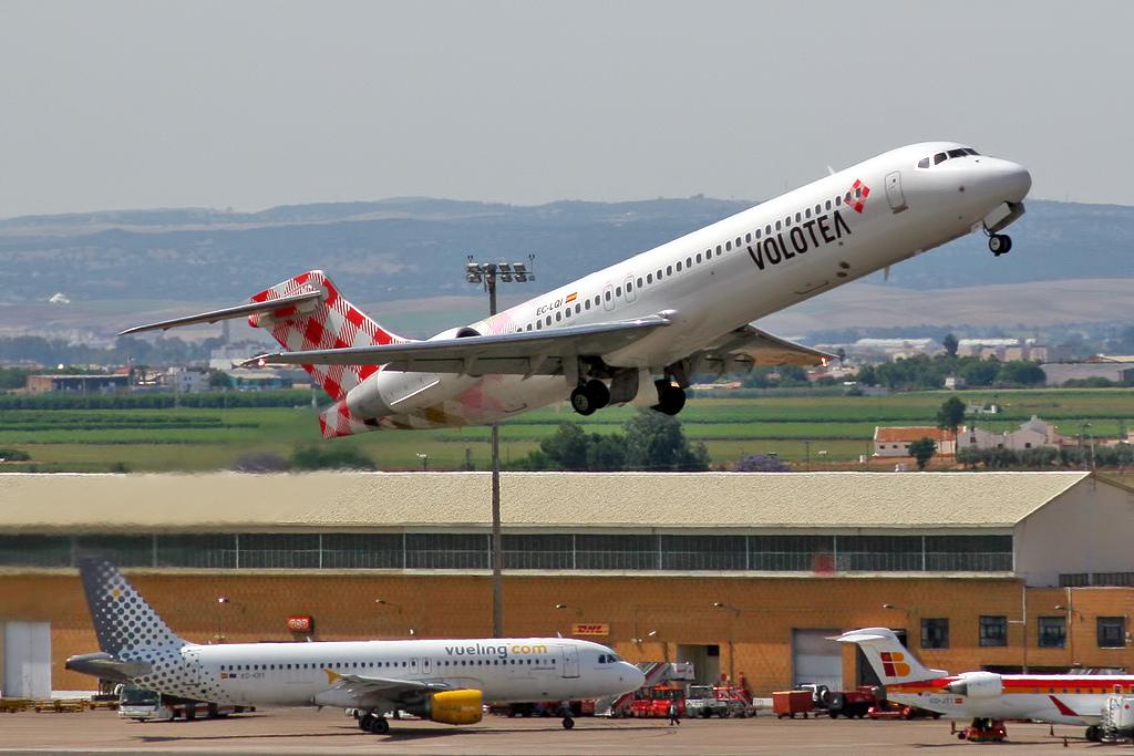 El aeropuerto de Valencia estrena 24 rutas, conectando 77 destinos en la temporada de verano de 2017