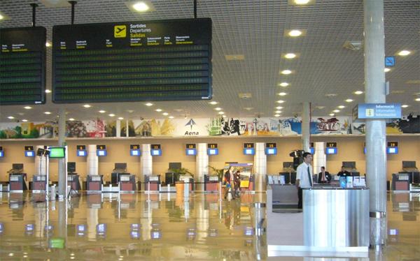Aumento de vuelos y pasajeros en el aeropuerto de Alicante el pasado mes de abril de 2017
