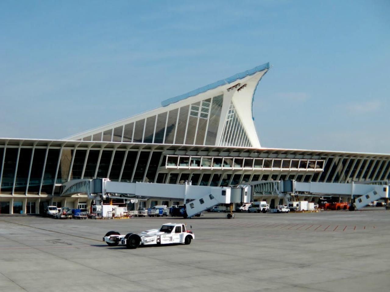 Enhorabuena a María, Alexandra y Dana por conseguir un puesto de trabajo como auxiliar de vuelo TCP en Alicante