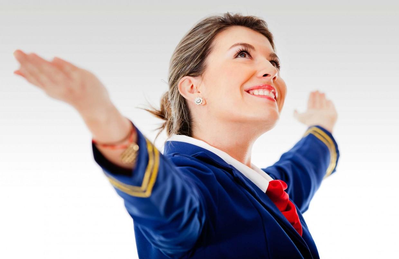 ¿Qué hacer para trabajar como azafata de vuelo?